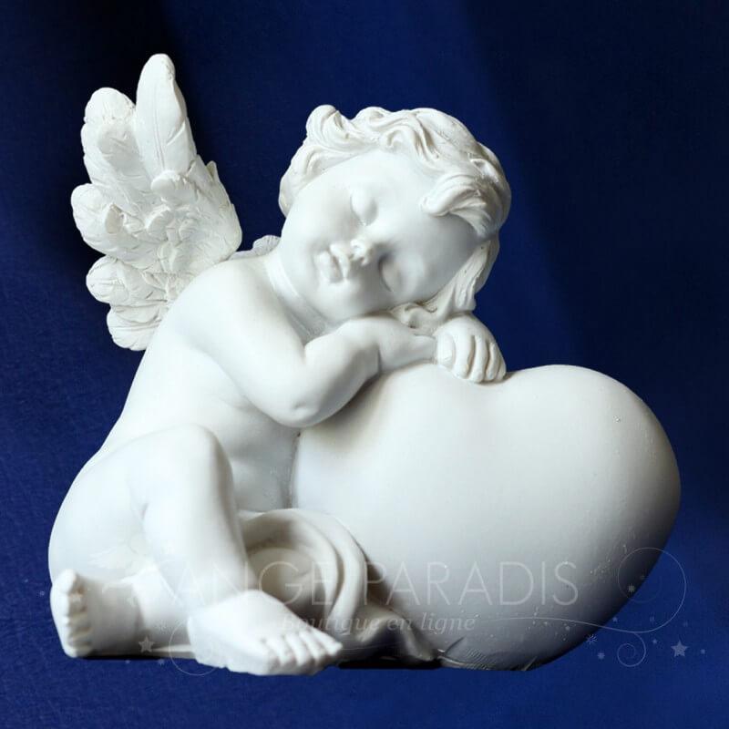 statuette ange coeur