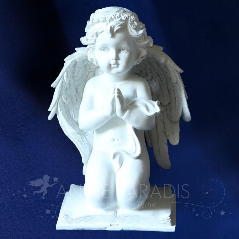 statuette ange priant boutique ange blanc statue ange gardien en pri re. Black Bedroom Furniture Sets. Home Design Ideas