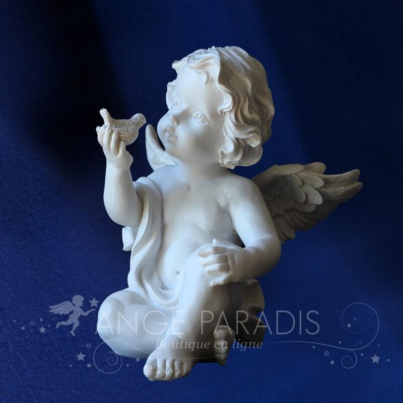 grande statue d 39 ange avec un oiseau statuettes d 39 anges blancs. Black Bedroom Furniture Sets. Home Design Ideas