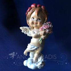 statue de cherubin peinte