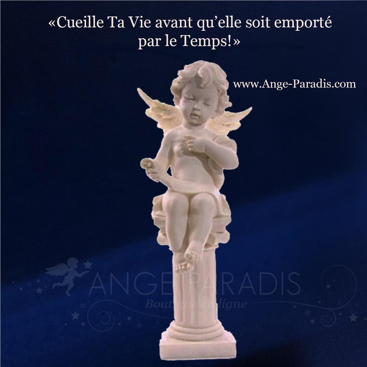 Ange et image d'ange ; statue d'ange sur colonne