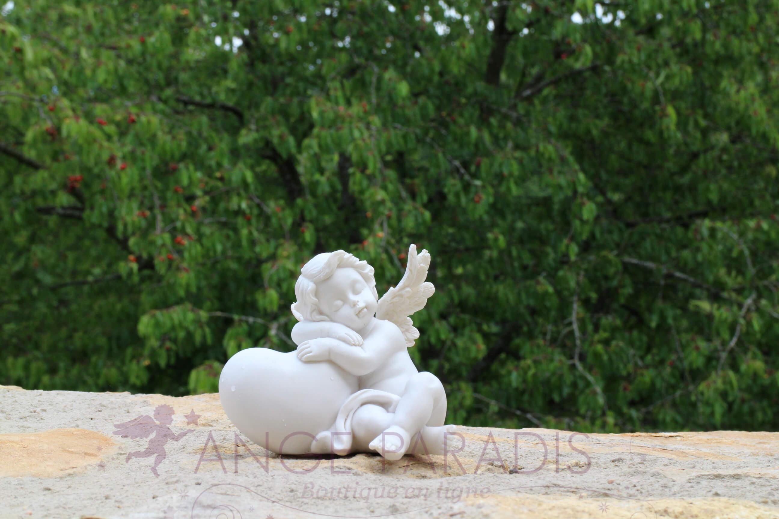 décoration angelot blanc